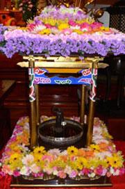 花み堂の中のお釈迦様の誕生仏